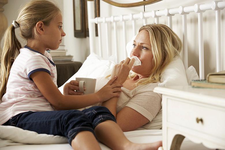 Почему ребенок плохо себя ведет, когда мама болеет