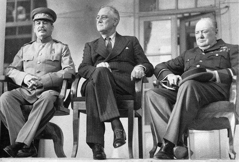 Сталин, Ф. Д. Рузвельт и У. Черчилль на Тегеранской конференции (1943)