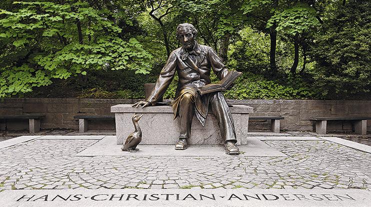 Памятник сказочнику в Центральном парке Нью-Йорка